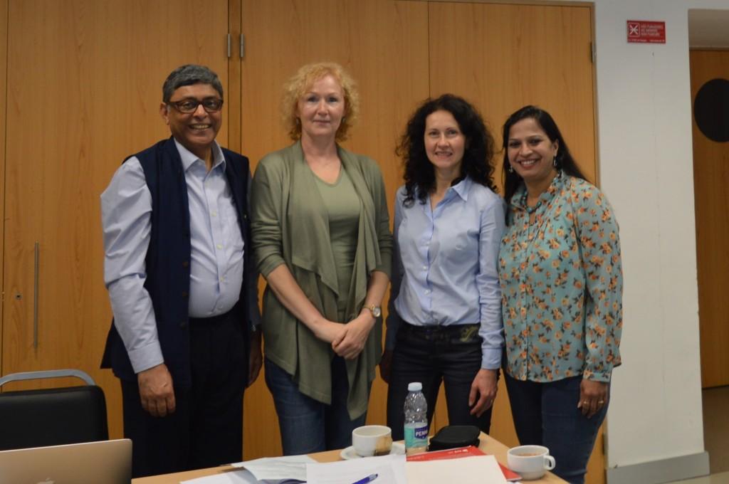 Iš kairės į dešinę: IBFAN Asia vadovas dr. Arun Gupta, Daiva Šniukaitė, Ieva Gudanavičienė ir dr.Shoba Suri, politikos ir programų koordinatorė BPNI/IBFAN Asia